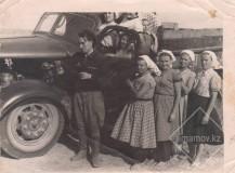 1-Краснознаменский-совхоз-во-время-уборочной-водитель-Имамов-Г.-И.-1957-год