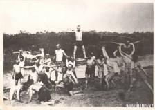 14-Физкультурный-кружок-на-занятиях-за-рекой-Ишим-Акмолинск-1930-год