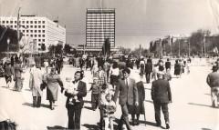 46-В-выходной-день-на-площади-им.-В.-И.-Ленина-г.-Целиноград-май-1988-год