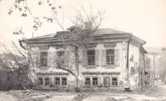 13-Угол-Орджоникидзце-и-Сакко-Ванцетти-напротив-4-поликлиники